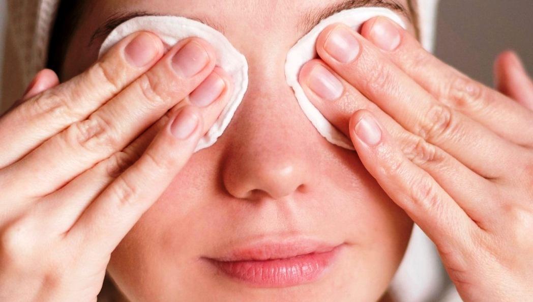 5 Tips Membersihkan Make Up agar Kulit Tetap Sehat dan Cantik