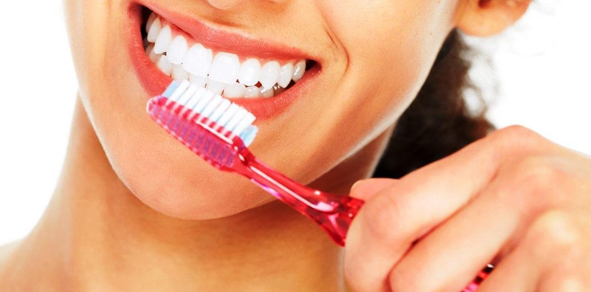 6 Kebiasaan yang Tidak Baik untuk Kesehatan Gigi, Hentikan Sekarang Juga!